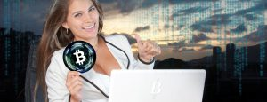 Frau handelt mit Bitcoin